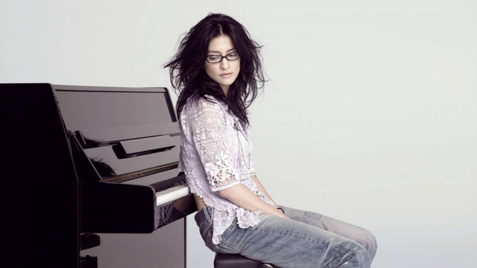Entrevista Com Angela Aki © Sony BMG