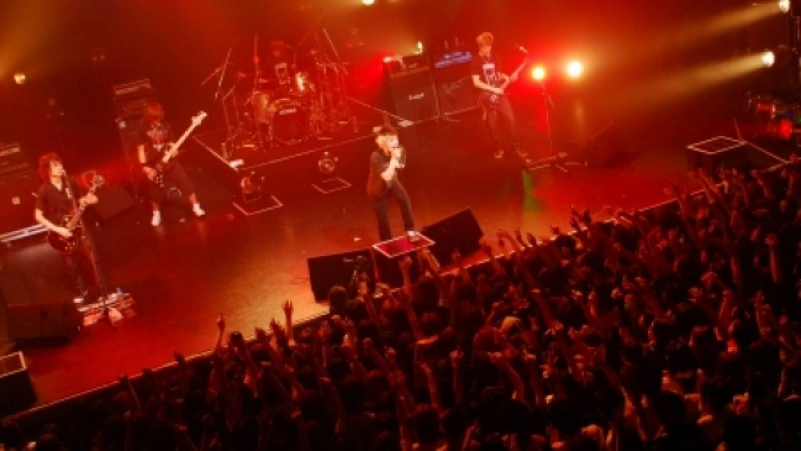 """ONE OK ROCK GIRA 2008 """"WHAT TIME IS IT NOW?"""" © AMUSE - ONE OK ROCK"""