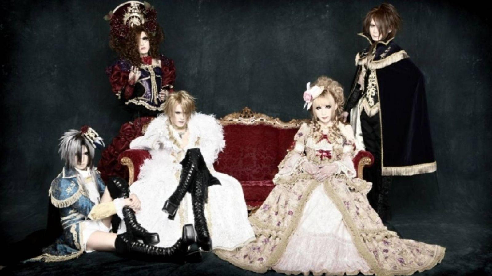 Versailles World Fan Club © DELACROiX