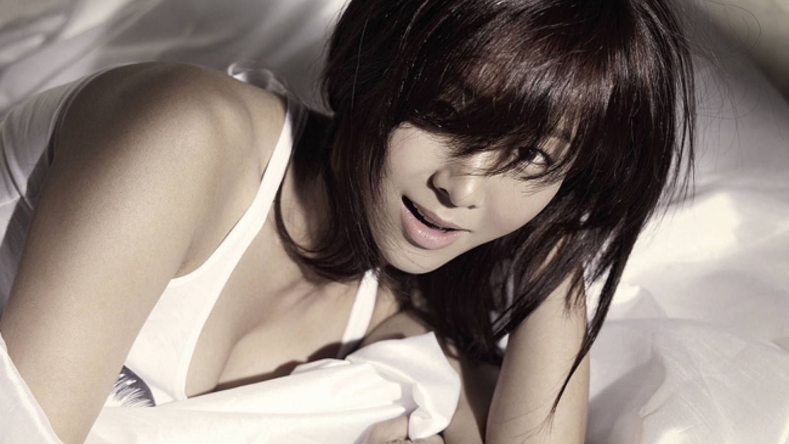 G.NA © Cube Entertainment