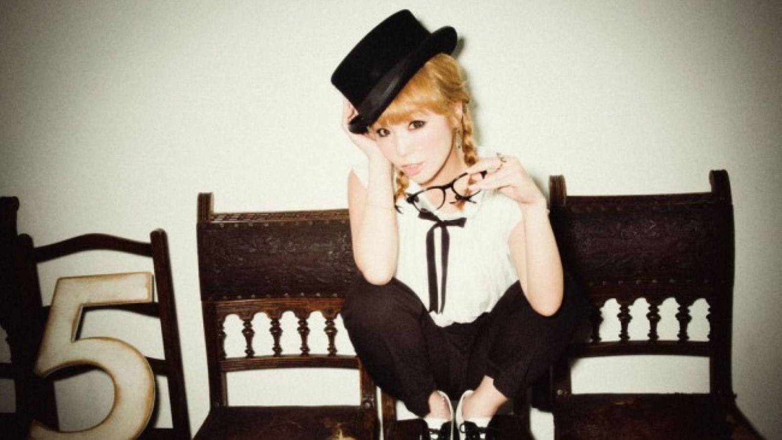 AZU © Sony Music Entertainment (Japan) Inc.