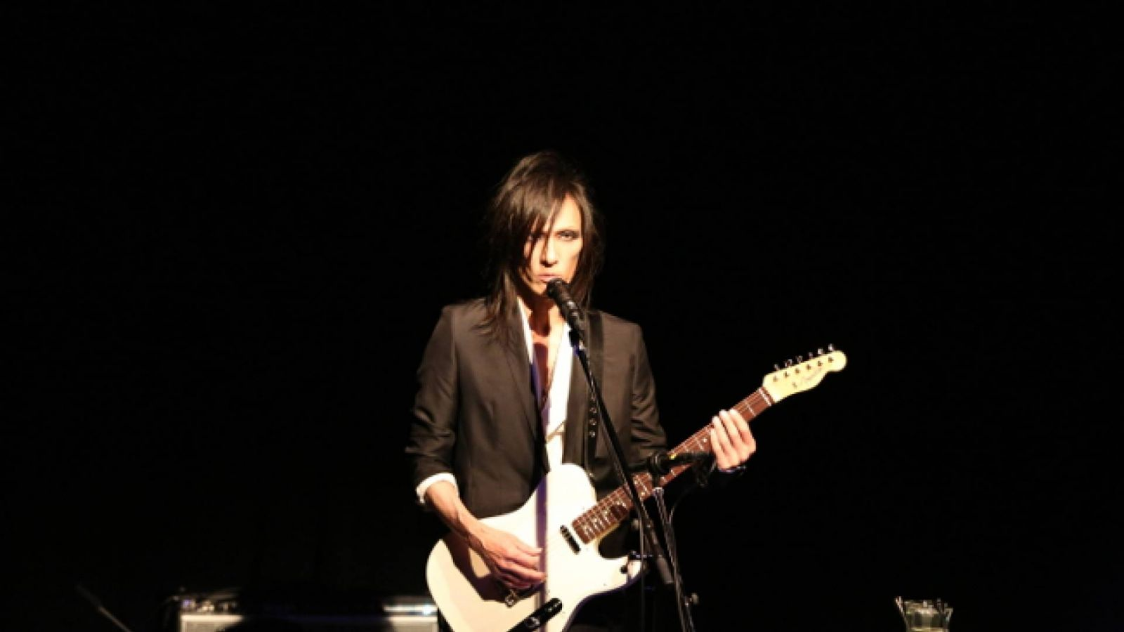 "MORRIE ONE-MAN SHOW ""SOLITUDE"" at YOKOHAMA O-SITE © Tomohiro Hatamoto"
