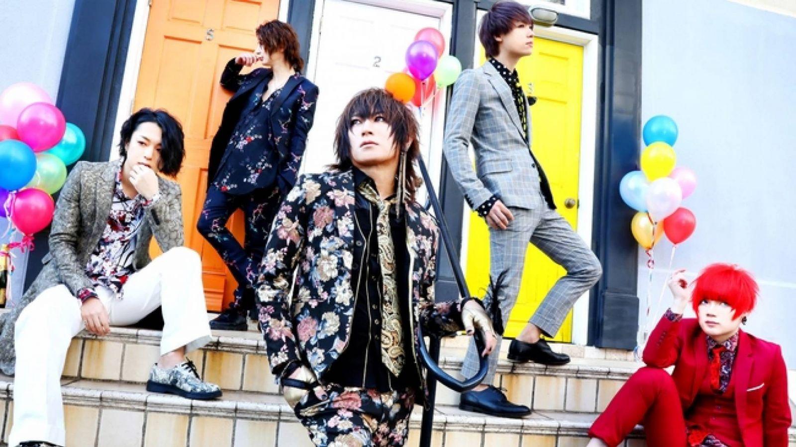This is DaizyStripper: best of -albumi ja kiertue © KISS RECORDS