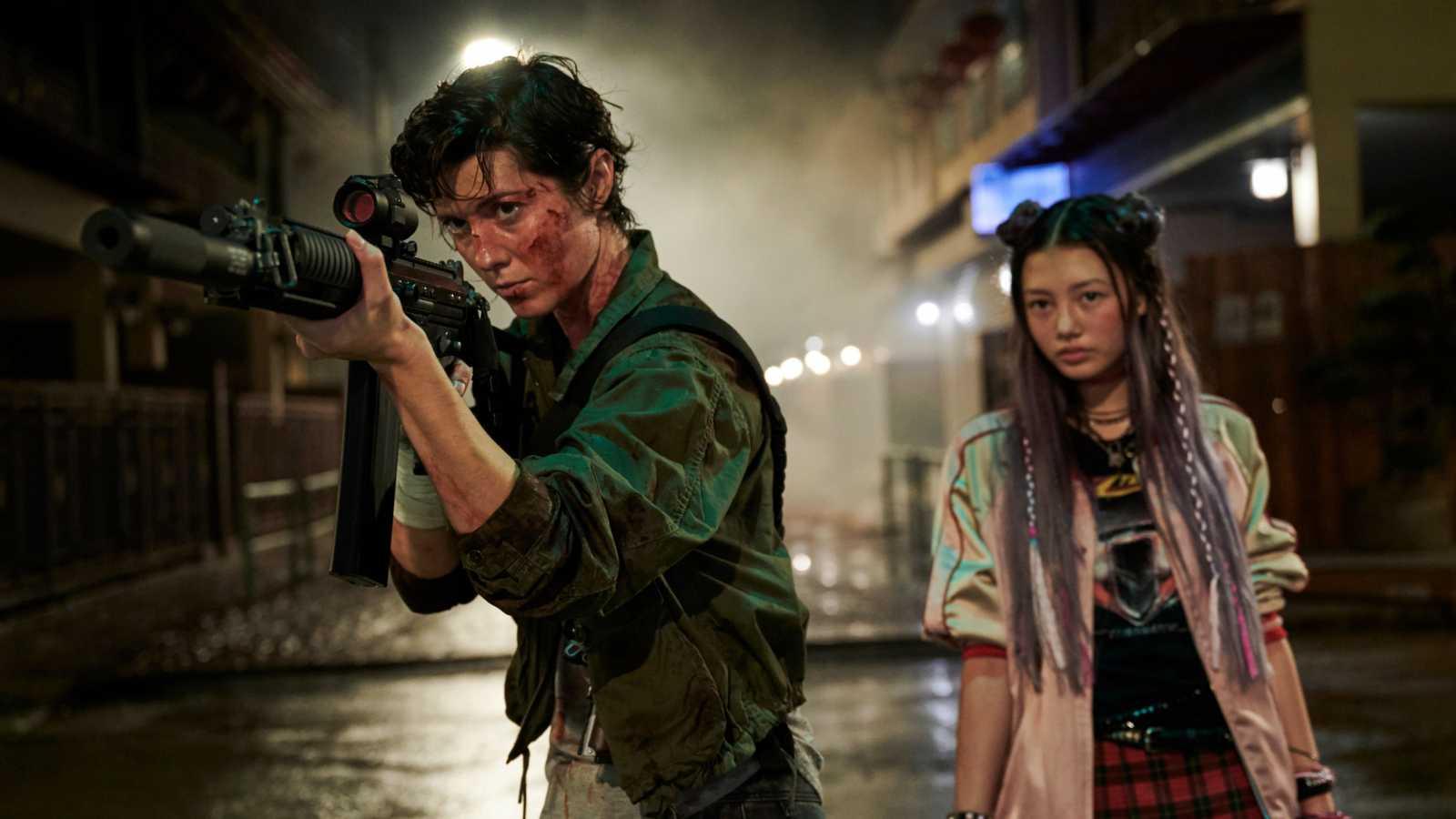 MIYAVI ja BAND-MAID esiintyvät myrkytetystä palkkamurhaajasta kertovassa Netflix-toimintatrillerissä © Netflix. All rights reserved.